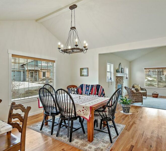 365 Fair Oaks Avenue Living Room
