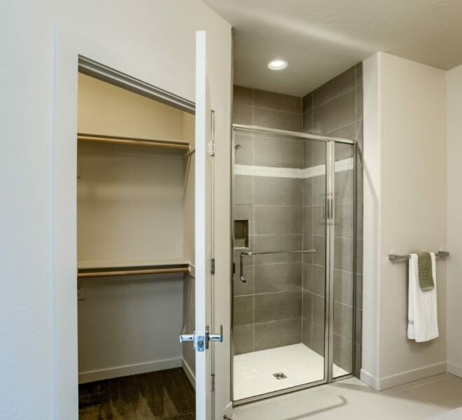 shower of a home in Meadowbrook Park Condos in Ashland Oregon